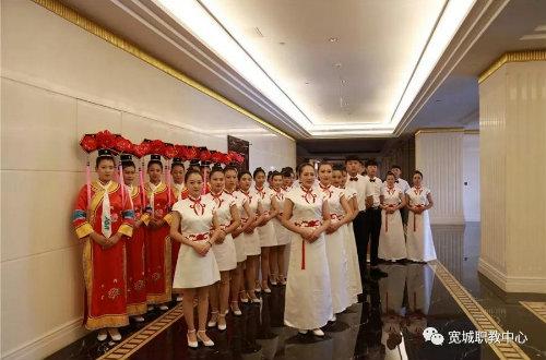 职教礼仪服务队——三十周年县庆上一道亮丽的风景线