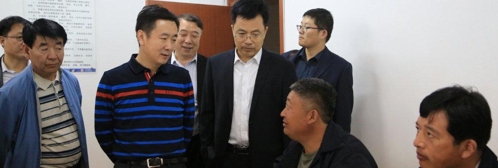 河北省教育厅副厅长贾海明来迁安职中考察