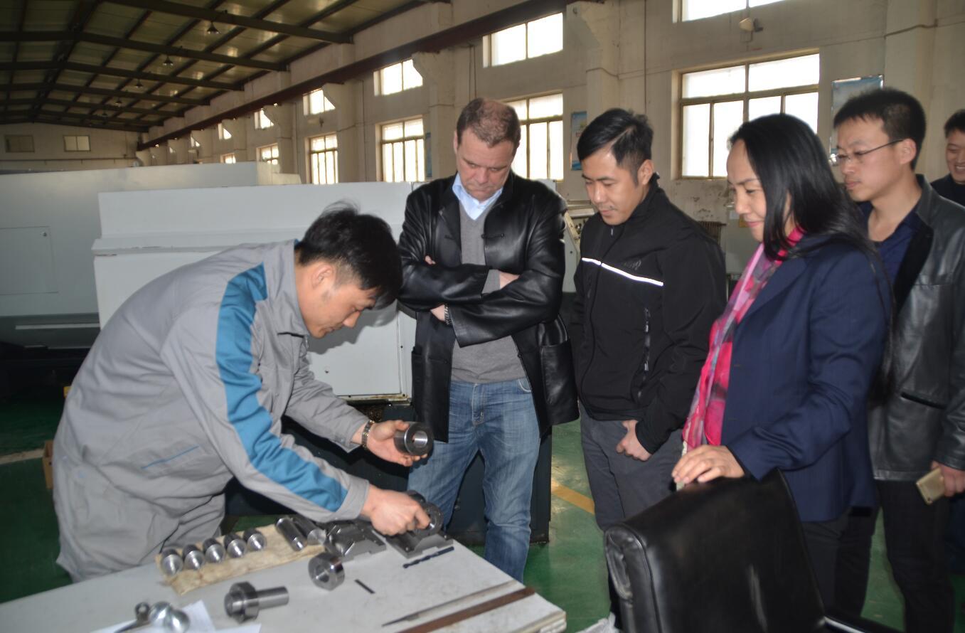 德国职业教育考察团到沈阳市工业技术学校参观考察