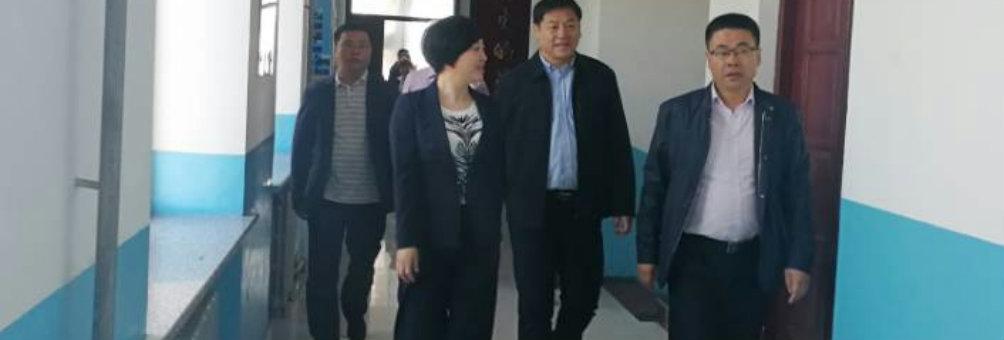 政府副县长邹映涛到职教中心学校慰问全体教师