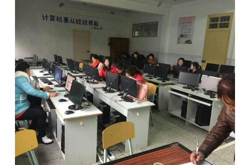 """丁堰镇举办""""农村妇女网上行"""" 基础技能培训班"""