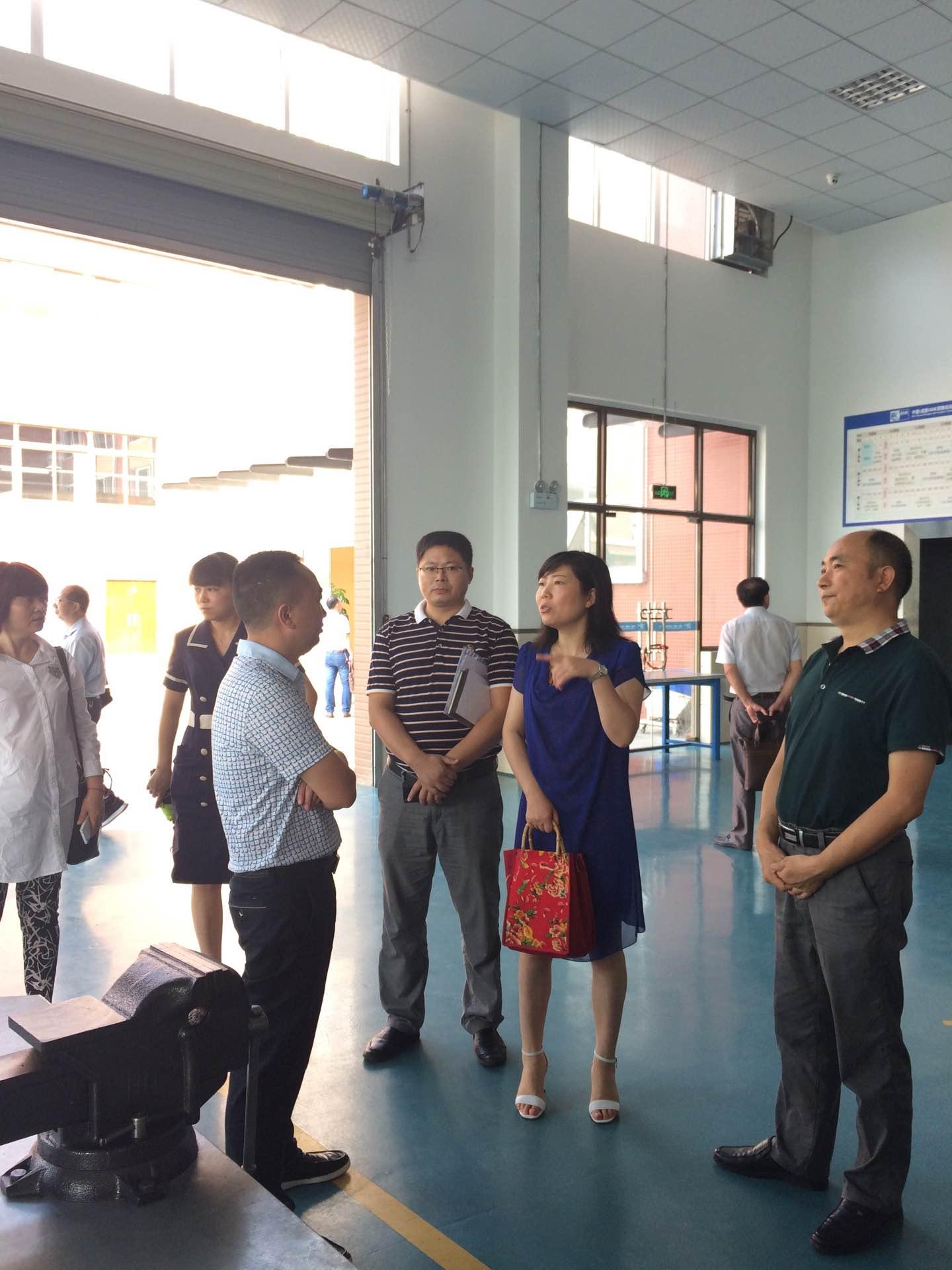 泸州市泸县教育局考察团一行  考察我县职成教育工作