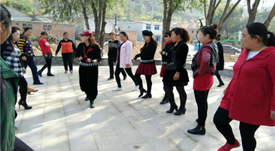 涿鹿县职教中心在南山区刘家沟教学点文化下乡