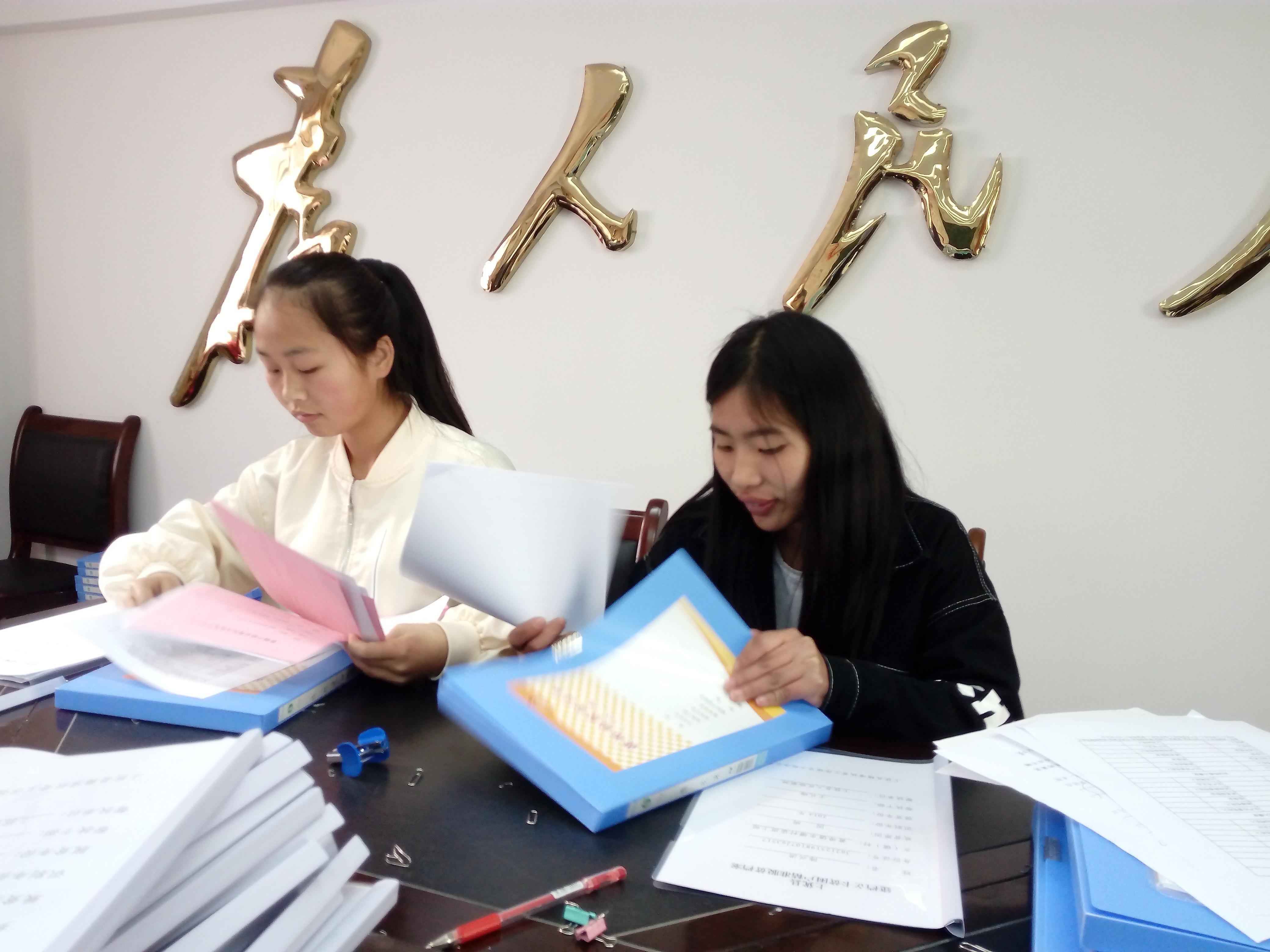 17春会计班参加社会实践
