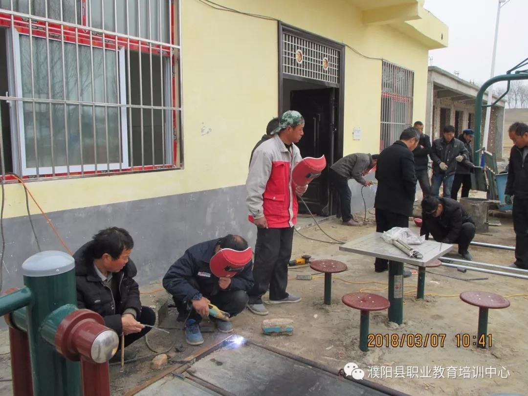 濮阳县职教中心2018年电焊专业精准扶贫培训班