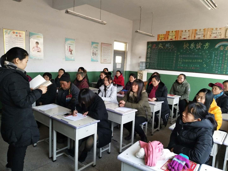 """双东农民文化技术学校对农民进行春耕施用肥料""""十不能""""培训"""