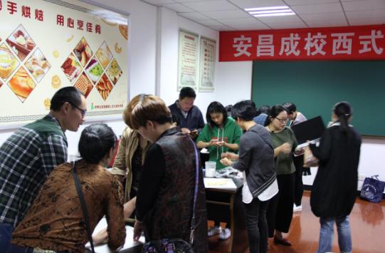安昌社区教育分院开展西式面点技能培训