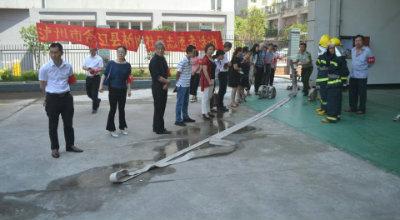 """合江镇桥凼社区开展以""""消防实战演练""""为主题的志愿者活动"""