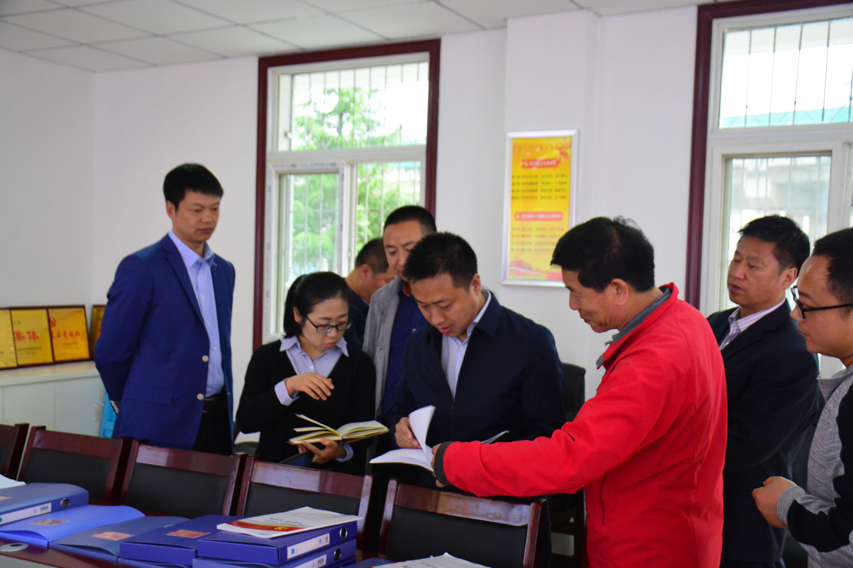 县委常委、组织部长胡大志一行到柞水职专检查指导工作