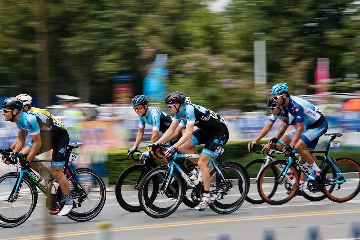 职教学子助力邢台国际自行车赛