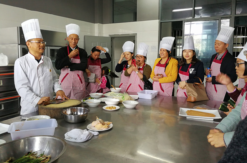 丹阳开放大学开展烹饪技能培训活动