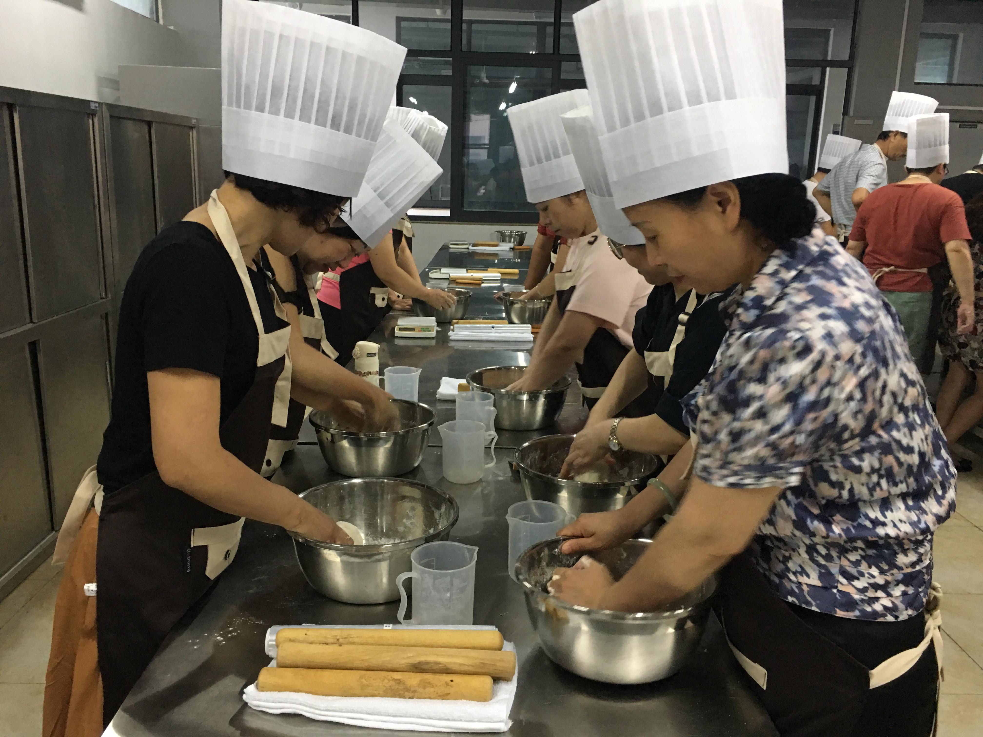 丹阳市总工会烹饪实操培训在中专校举行