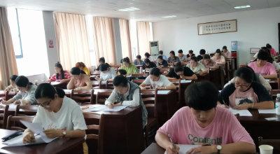 许村成校育婴员(初级)培训班学员接受市鉴定中心考核