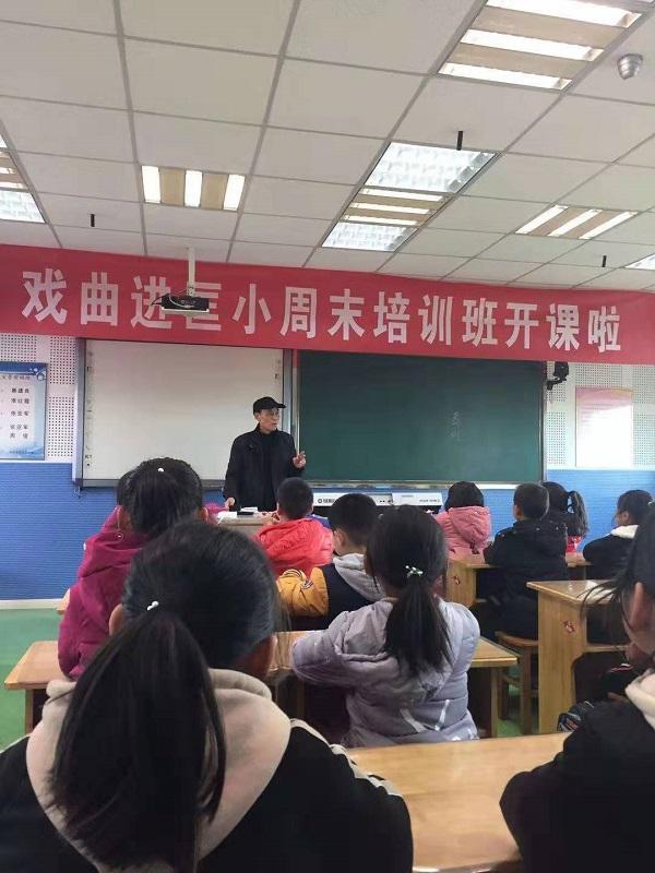 丹阳市导墅镇社区教育中心周末校园戏曲培训班开学