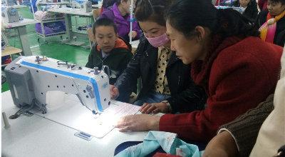城关镇人民西路社区:服装制作培训 助城镇低收入家庭妇女再就业