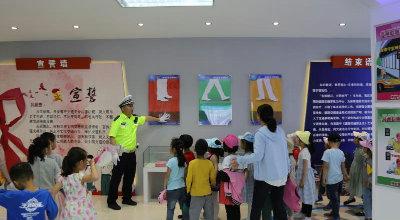 直溪镇社区教育中心:开展留守儿童交通安全知识现场培训