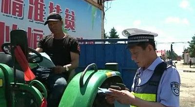 市农机局开展农机安全宣传活动