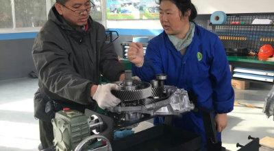 影 像丨记汽修专业教师徐红