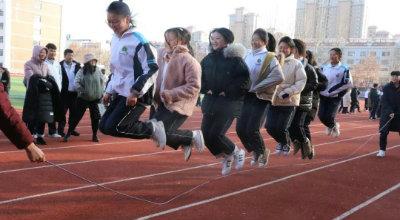 走出教室,走进操场,走入阳光丨冬季阳光体育运动侧记