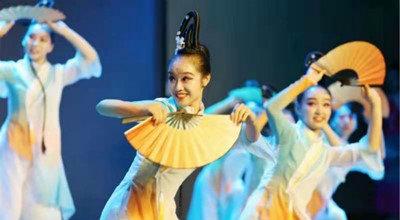 艺术中培育 阳光下成长记职教学生参加县艺术节比赛