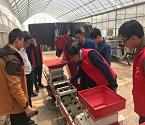 市农机科技组织水稻育秧流水线技术培训